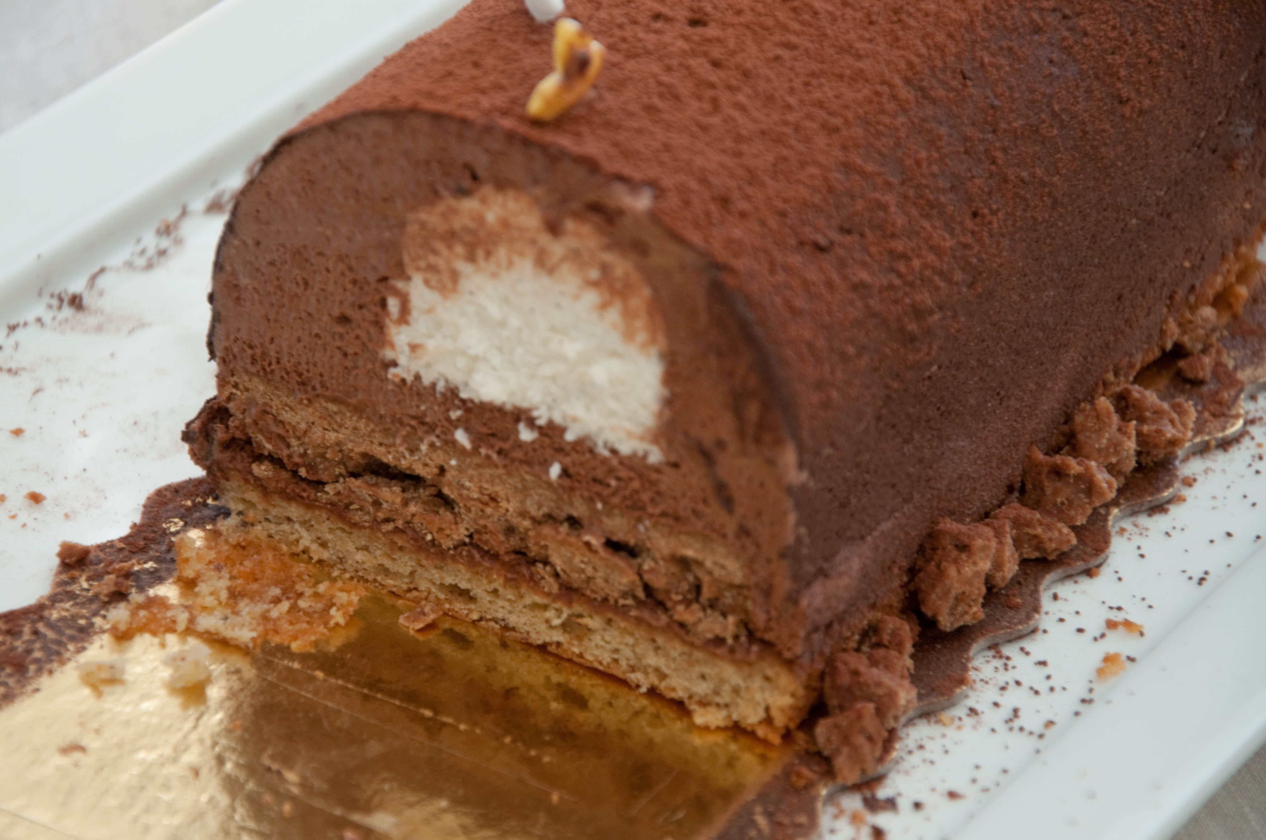 Bûche façon Trianon, chocolat, vanille, praliné.